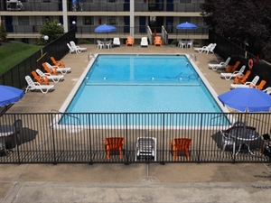 towson hotel amenities pool